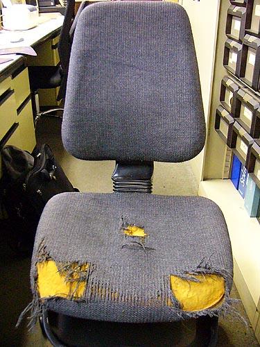 ボロボロ椅子1.JPG